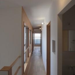 多世帯のコの字の家 (多世帯のコの字の家・2階廊下)