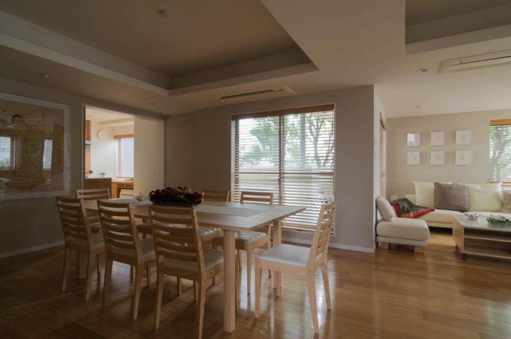 4階建てビルを快適な住宅にコンバージョン〜公園横の家〜 (リビングダイニング)