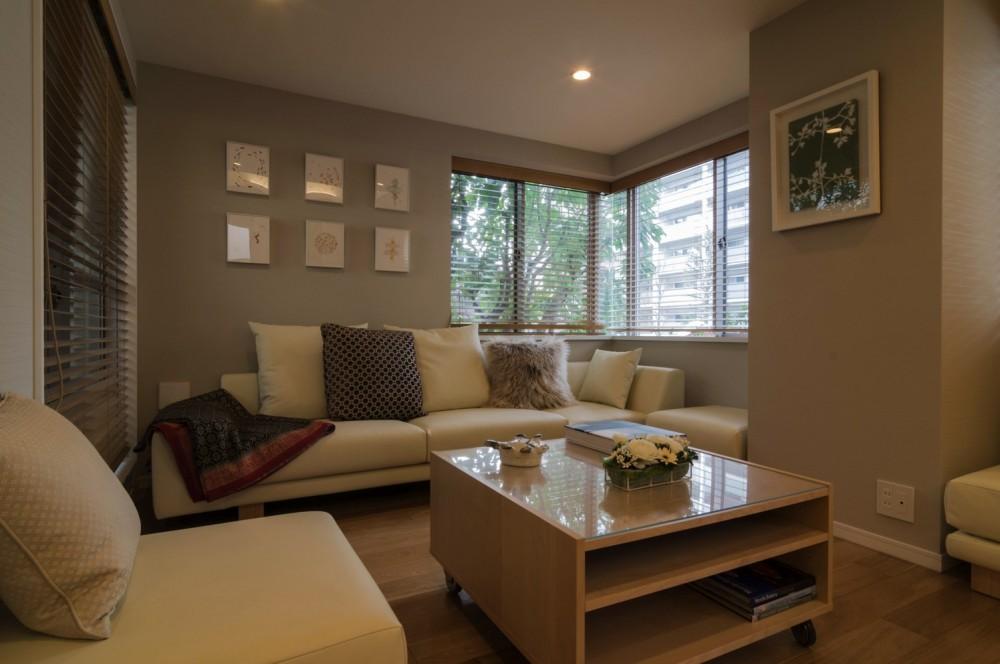 4階建てビルを快適な住宅にコンバージョン〜公園横の家〜 (リビング)