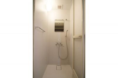 シャワーボックス (コストバランスを考えた無機質な賃貸リノベ)