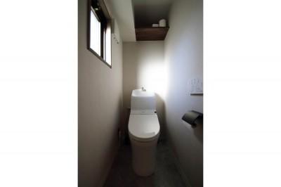 トイレ (ナチュラルテイストな男前リノベーション)