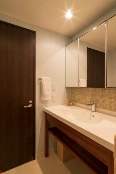 洗面室 (漆喰と輸入クロスを使ったマンションリノベーション)