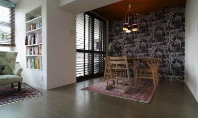 漆喰と輸入クロスを使ったマンションリノベーション (ダイニング)
