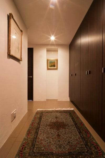 玄関ホール (漆喰と輸入クロスを使ったマンションリノベーション)