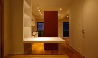T邸 / 風が通り視線が通る、家全体を一日中使える小さな住まい (書斎コーナー)