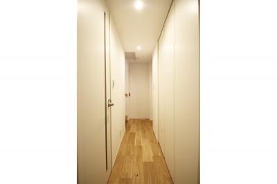 廊下 (あったかい光が織りなす柔らかな住まい)