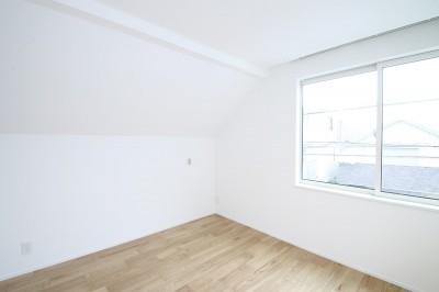 居室 (あったかい光が織りなす柔らかな住まい)