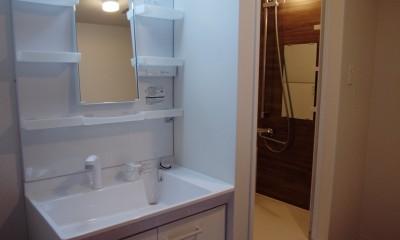 単身女性のためのたっぷり収納、シンプルリノベーション (洗面所・浴室)