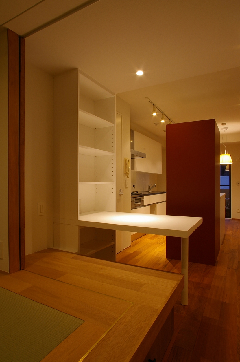 T邸 / 風が通り視線が通る、家全体を一日中使える小さな住まいの部屋 書斎コーナー
