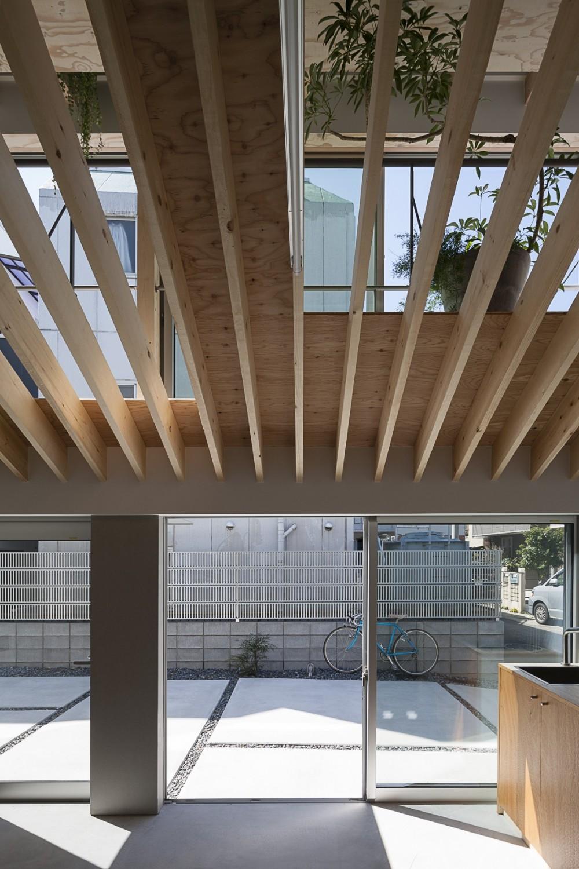 屋根の空地 (地域のライブラリー)