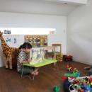 阿倍野の長屋  – 「5段の距離がいい」<リノベーション> –の写真 ロフトは子供部屋 散らかっていても気にならない