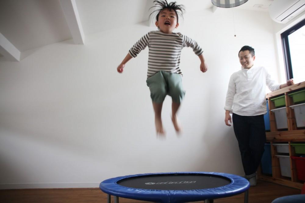 阿倍野の長屋  – 「5段の距離がいい」<リノベーション> – (子ども部屋はロフトに)