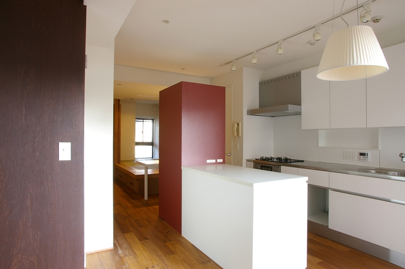 T邸 / 風が通り視線が通る、家全体を一日中使える小さな住まいの部屋 ダイニングキッチン