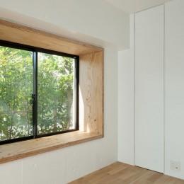 MOR  |  東中野の家 (窓辺)