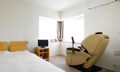 家具は今まで使用していたもの|ニューヨークで気に入った高い天井と間接照明を実現。趣味は大胆に魅せて収納。