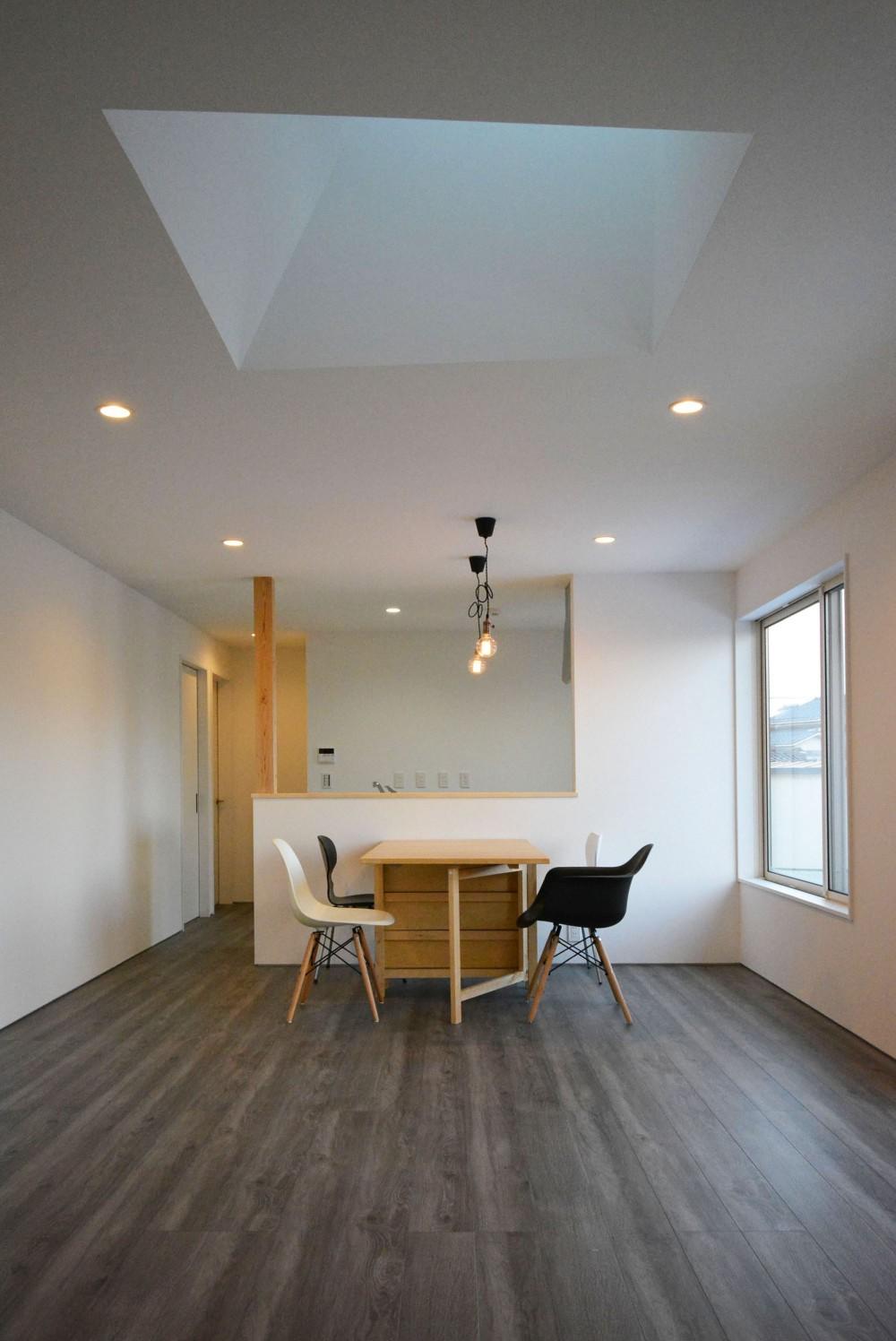 コミチノサキノイエ -最小限木造平家住宅- (リビングダイニング)