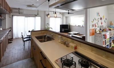 将来の売却も見据えた家づくり (回遊動線の便利なキッチン)