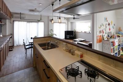 回遊動線の便利なキッチン (将来の売却も見据えた家づくり)
