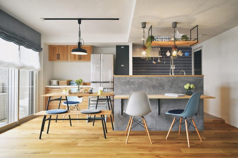 カフェのようなくつろぎ空間 (自然素材を取り入れた住まい)