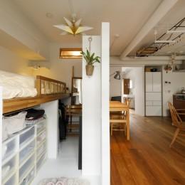 塩梅-実現できる?50平米のコンパクトな家で家族それぞれのマイスペース (リビングダイニング)