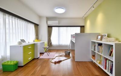 フレキシブルに使う子供部屋 (都会の夜景を一望 アーバンスタイルの家)