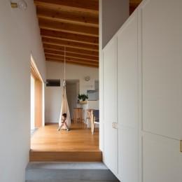 拾石の家/職住一体の暮らし おおらかなコートハウス (玄関土間)