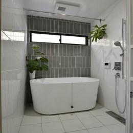 泉州N邸「緩やかに住み、楽しさをプラスして行く住居」 (浴室)