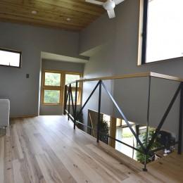 泉州N邸「緩やかに住み、楽しさをプラスして行く住居」 (階段ホール)