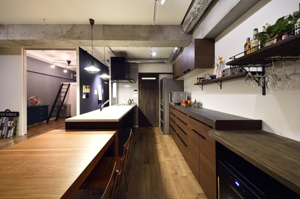 リノベで叶える 広いリビングと大収納力 (料理をしながら家族と話せるオープンタイプのキッチン)
