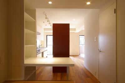 書斎コーナー、キッチン (T邸 / 風が通り視線が通る、家全体を一日中使える小さな住まい)
