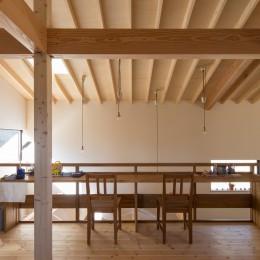 日吉台の家/大きな屋根の下にスキップフロアで各部屋が繋がる大らかな住まい (子ども部屋とスタディコーナー)