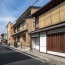 学林町の町家/耐震・断熱改修も行った京町家のリノベーションの写真 外観/アルミサッシを木格子と木製窓に交換しています