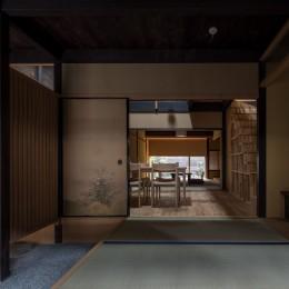 玄関/奥に食堂、居間が続きます (学林町の町家/耐震・断熱改修も行った京町家のリノベーション)