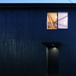 光束の家 (外観、夜景)