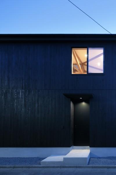 外観、夜景 (光束の家)