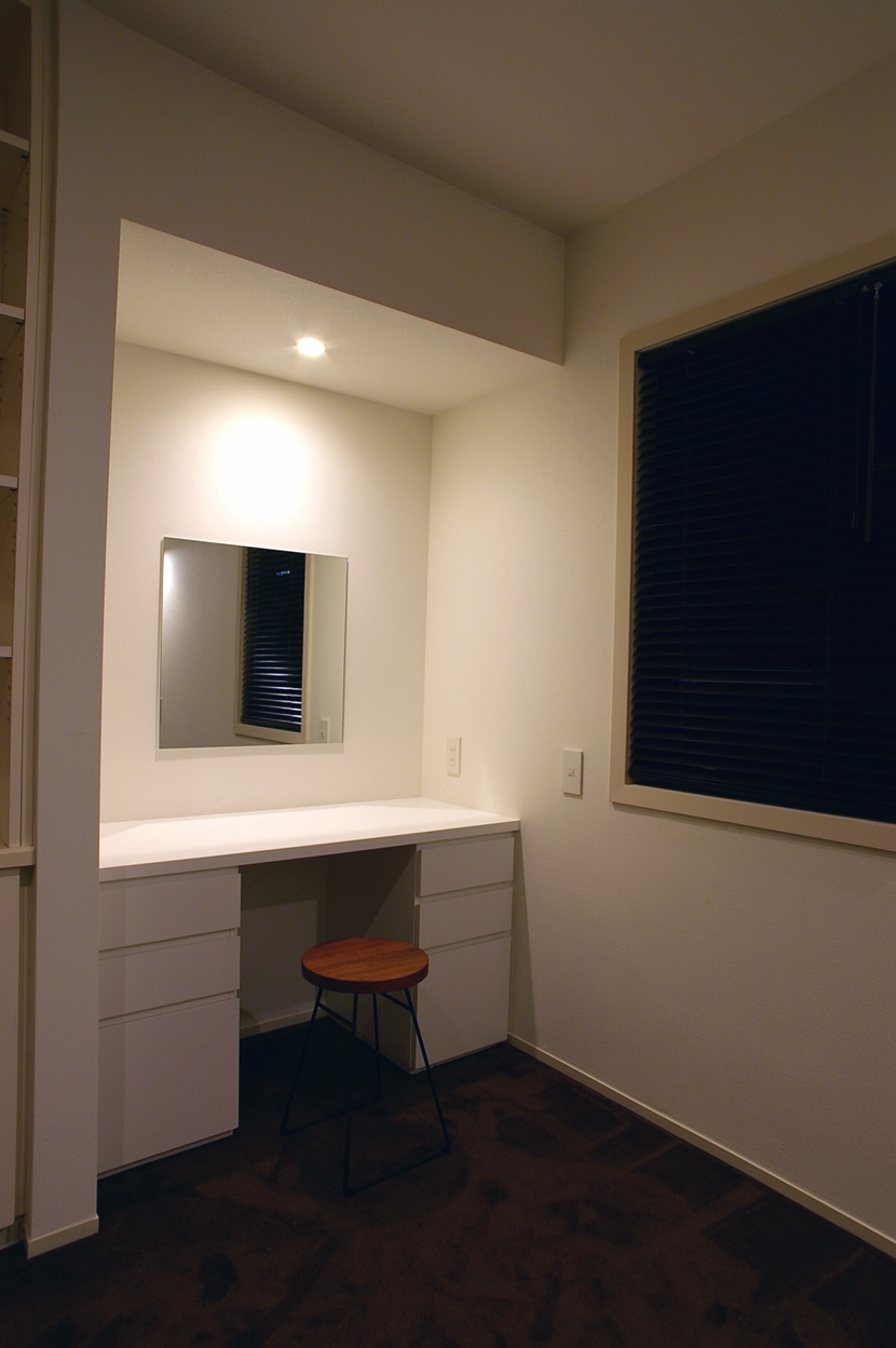 NK邸 / 二世帯住宅へのリノベーションの部屋 ドレッサー
