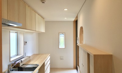 休耕地の家|キッチン1|休耕地に建つ女性のための住宅