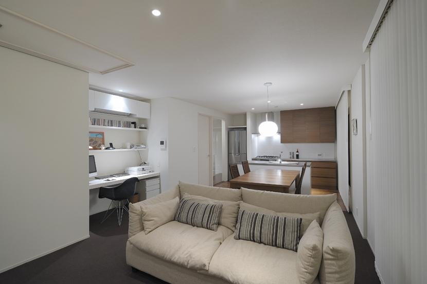 NK邸 / 二世帯住宅へのリノベーションの部屋 リビングダイニング、書斎