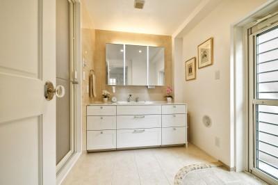 ホテルライクな洗面室 (北欧ヴィンテージ インテリアを愉しむ住まい)