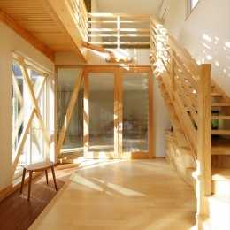 大屋根と木の温もりに包まれた家 (玄関ホール)