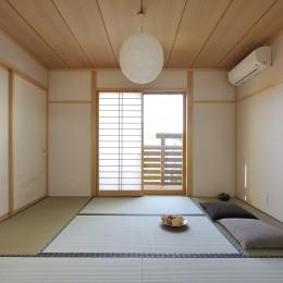 大屋根と木の温もりに包まれた家 (和室)