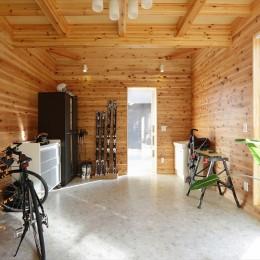 大屋根と木の温もりに包まれた家 (土間収納)