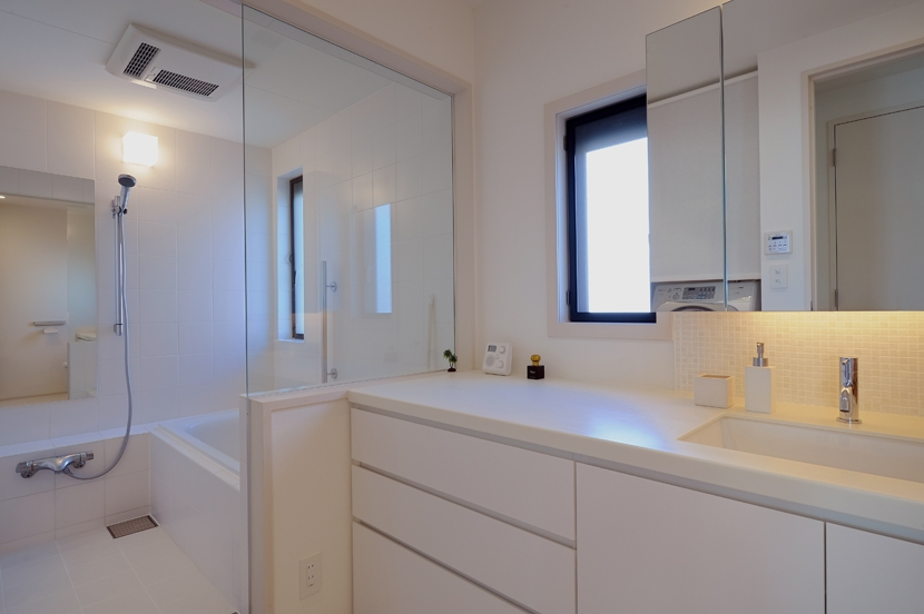 NK邸 / 二世帯住宅へのリノベーションの部屋 バス、洗面所
