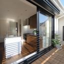 NK邸 / 二世帯住宅へのリノベーションの写真 ベランダ