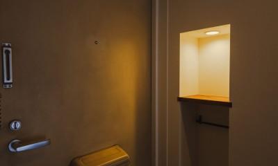 カフェ風キッチンのある家 (玄関)