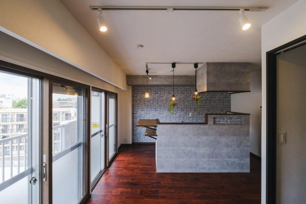 カフェ風キッチンのある家 (リビング)