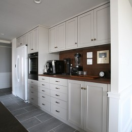K邸 (大容量のキッチン収納)