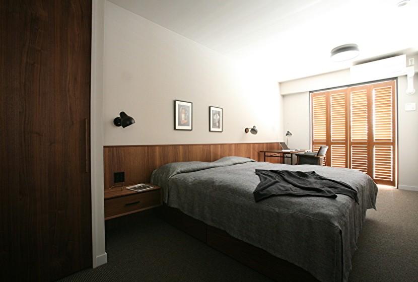 K邸 (インナーサッシで海外のホテルのようなベッドルーム)