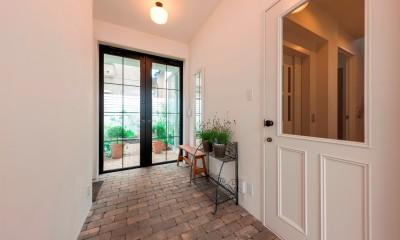 花と過ごす都会の家~賃貸併用二世帯住宅 (玄関)