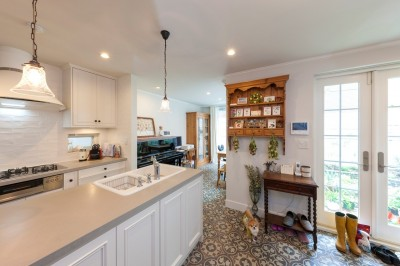 キッチン (花と過ごす都会の家~賃貸併用二世帯住宅)